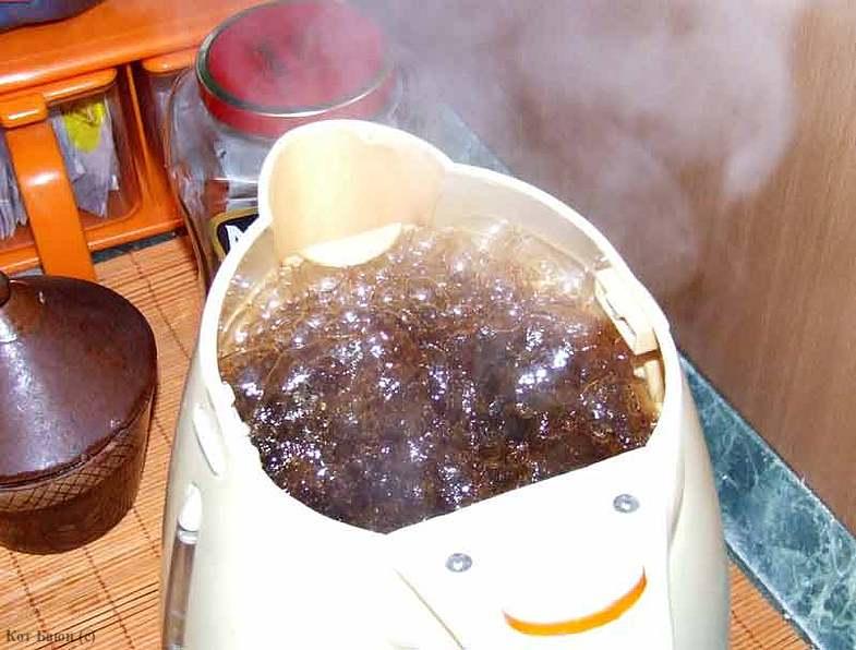 Отмыть чайник кока-колой