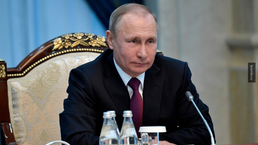 «Женщина — знамя, когда мы сражаемся»: поздравление Путина с 8 марта сразило всех женщин России