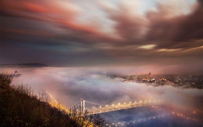 Будапешт в объятиях тумана. Автор: Tamas Rizsavi.