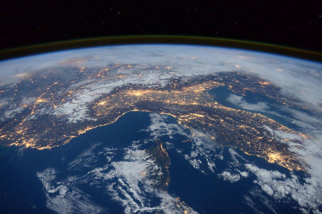 Лететь никуда не надо,сидите дома:  Учёные из США предупредили о возможном столкновении Земли с Марсом