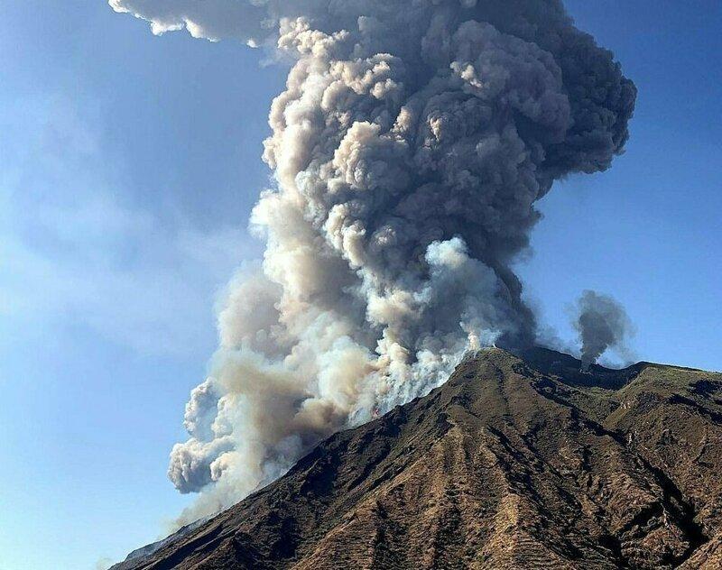 «Как ядерная бомба»: на итальянском острове Стромболи пробудился вулкан