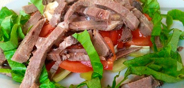 Вкусный салат с языком свиным