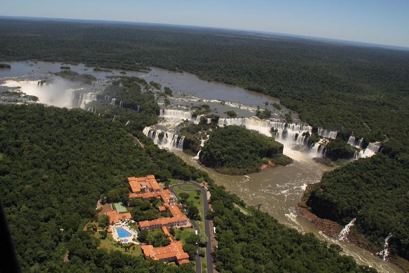 Водопады Игуасу. Вид сверху со стороны Бразилии. Фото