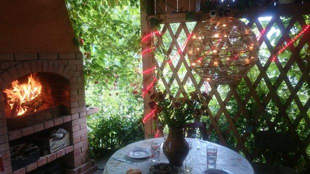 Дача: пруд с раками, прекрасная беседка с барбекю, и все это сделала женщина