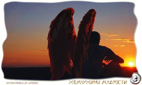 Ангел постарше строго смотрит на подчиненного.