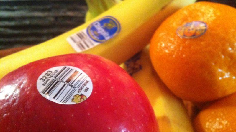 12 вещей, которые категорически нельзя смывать в раковину и унитаз
