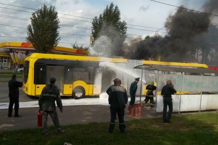 Фотофакт. В Минске горел электробус