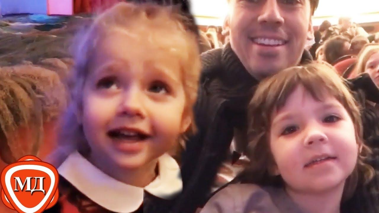 Почему поклонники заставили Максима  Галкина  удалить видео похода с детьми в театр