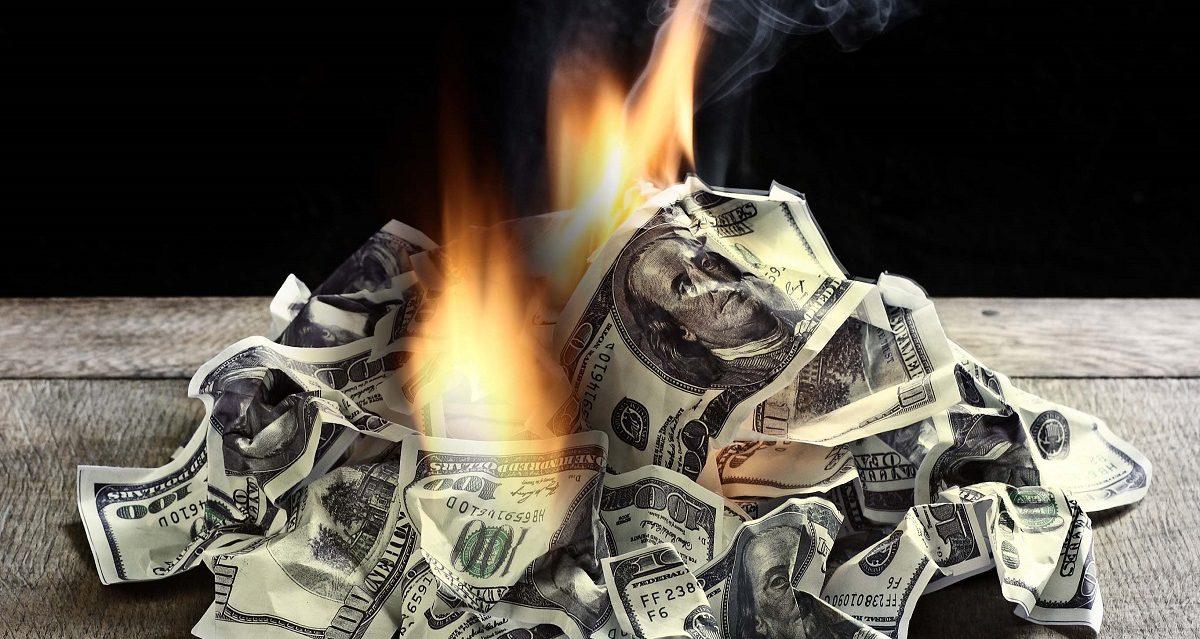 Весь мир избавляется от долларов - когда Америка станет изгоем?