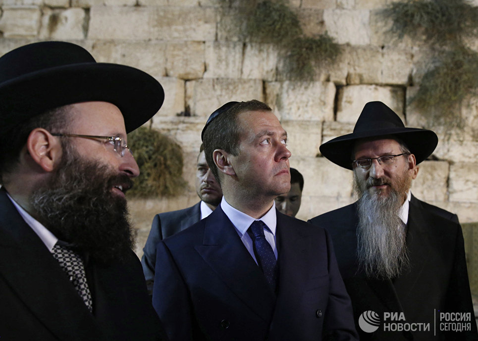 Почему иудеи ненавидят всё человечество, и почему все люди их терпят?