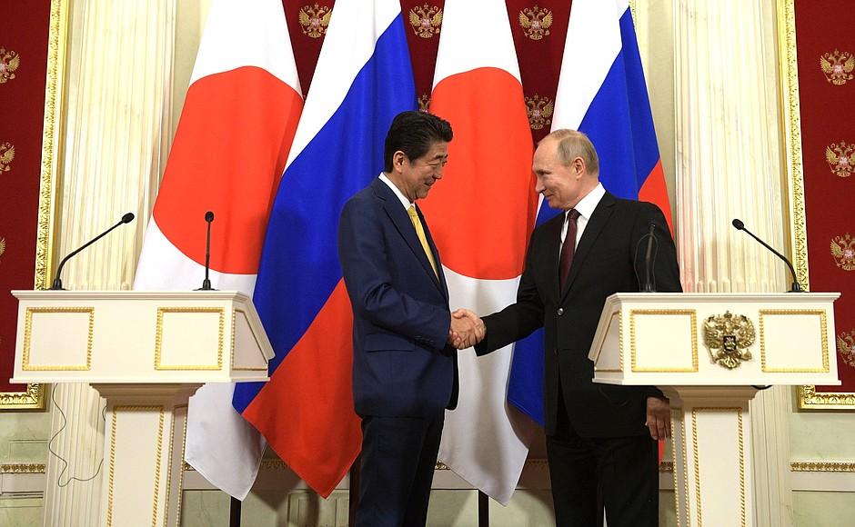 Россия отдаст два острова Японии: эксперты об итогах переговоров Путина и Абэ