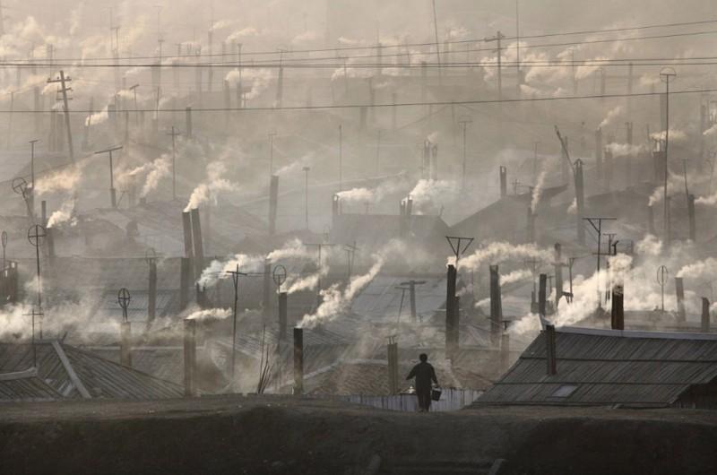 5. Северокорейский город Хайесан на границе с Китаем, 6 апреля 2009. (Фото Reinhard Krause | Reuters): Тоталитаризм, гранциа, китай, севераня корея