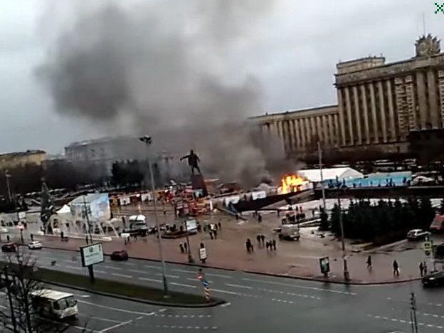 В Санкт-Петербурге загорелась новогодняя ярмарка