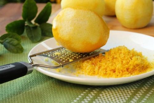 Лимонная цедра.  Употребление всего лимона помогает сократить количество отходов.