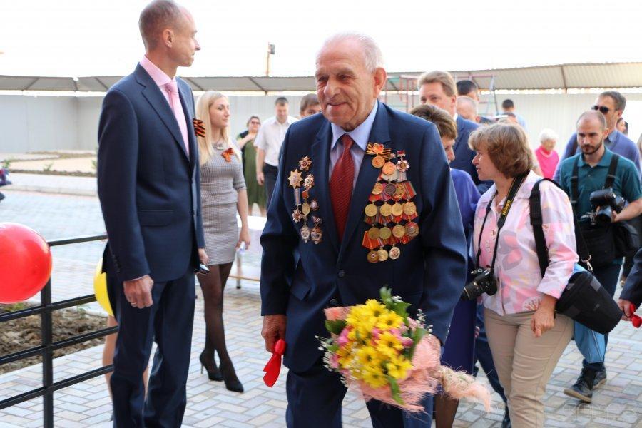 В Севастополе вручили новые квартиры ветеранам, а в Одесской области снесли голову Ленину