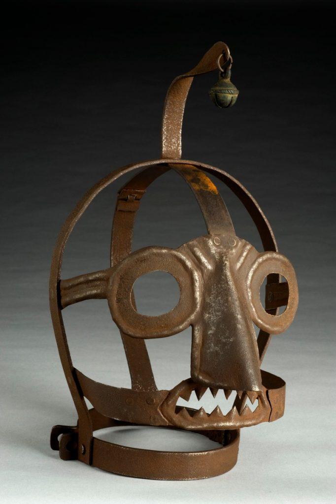"""Даже в 19 веке """"маска позора"""" полагалась в Англии за клевету, оскорбления и бунтарские речи"""