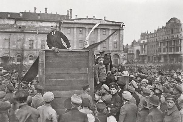 Владимир Ильич выступает перед частями Красной Армии отправляющимися на Польский фронт. Москва, 5 мая 1920 года. история, события, фото