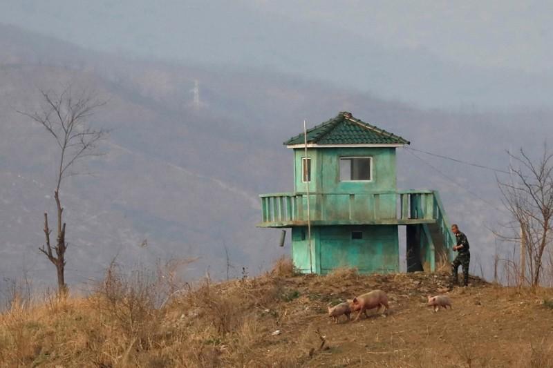 15. Сторожевая башня на границе Северной Кореи, 15 апреля 2017. (Фото Aly Song | Reuters): Тоталитаризм, гранциа, китай, севераня корея