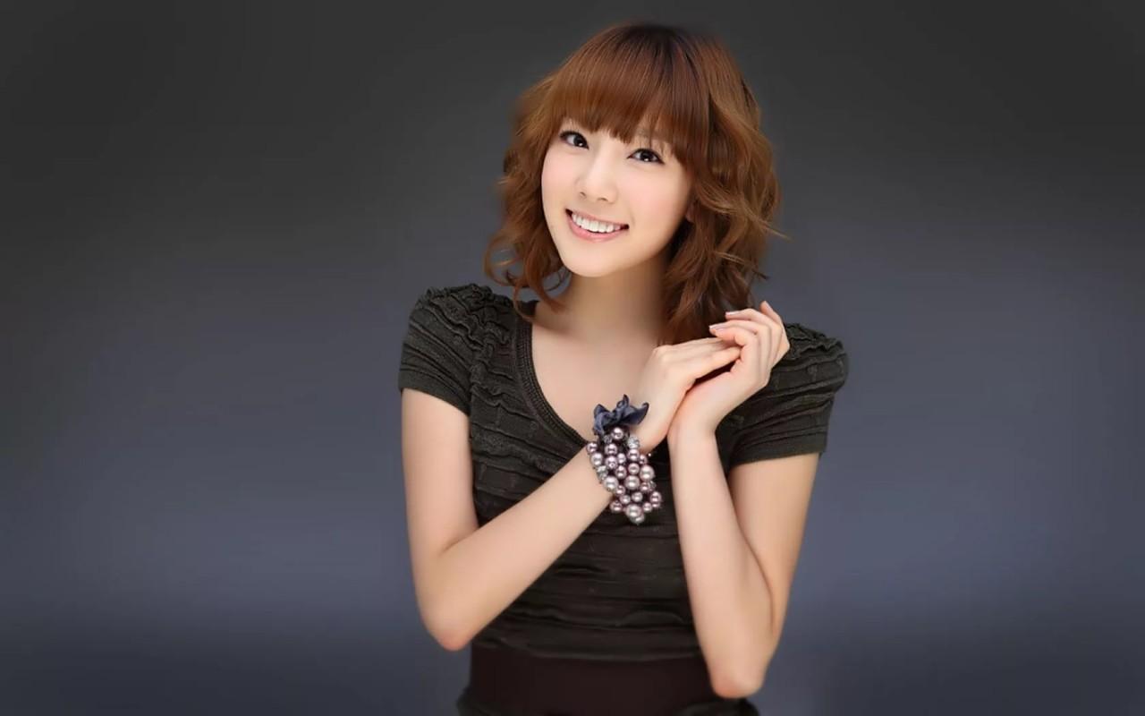 Фото одной девушки кореянки