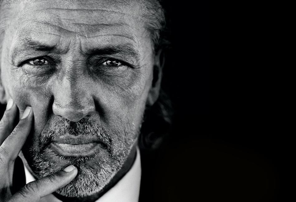 Седина в бороду: мужчины в возрасте стали главными героями моды