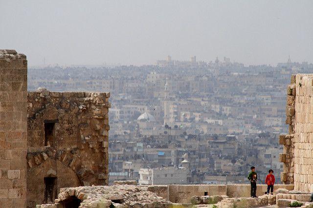 В пригороде Алеппо при обстреле со стороны боевиков ранены три человека