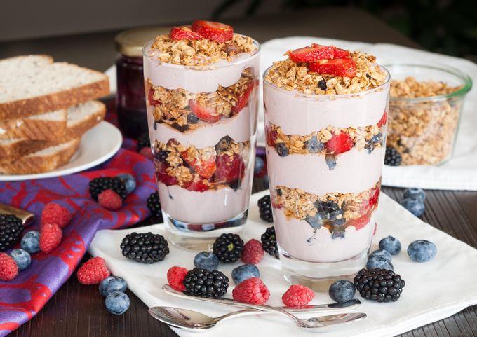 Фруктовый йогурт с мюсли