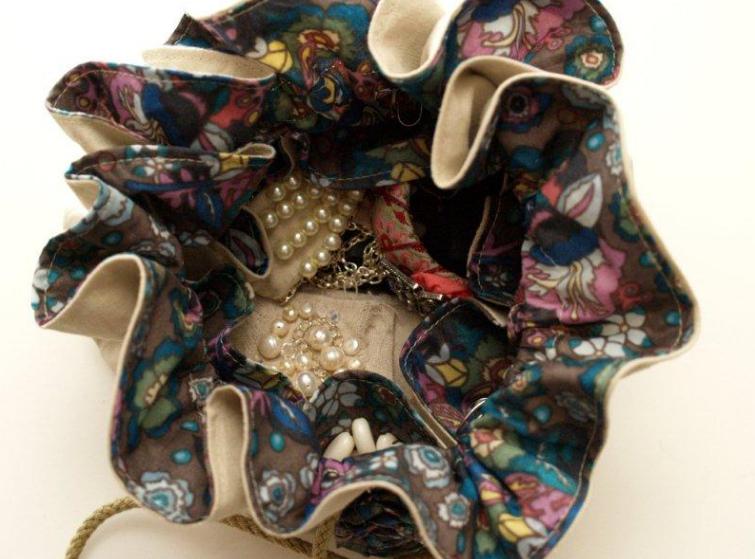 Как сшить сумку-мешочек для мелочей (2)