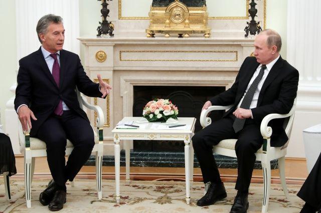 Путин обсудил с президентом Аргентины ЧМ-2018 и поиски подлодки
