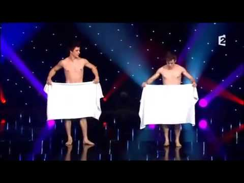 Прикольный танец с полотенцем))