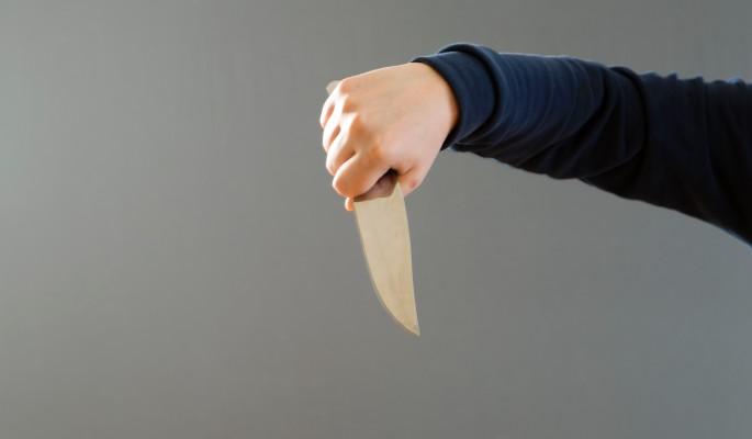 Подросток угрожает себя убит…