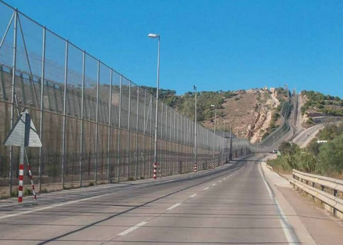 Они не пройдут: стена от эмигрантов и контрабандистов.