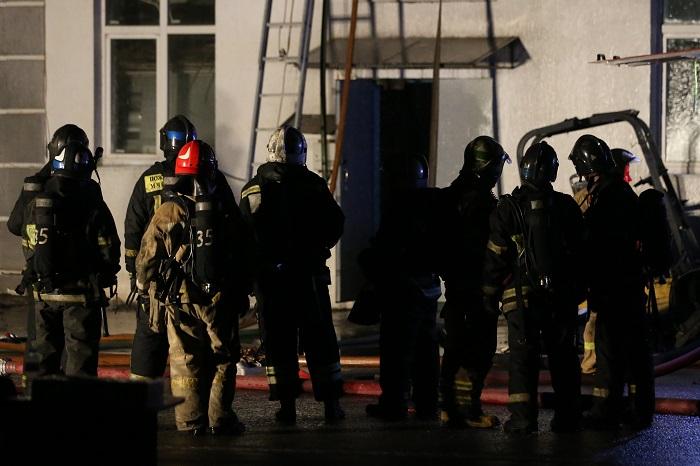 В Москве сгорел склад, погибли восемь пожарных