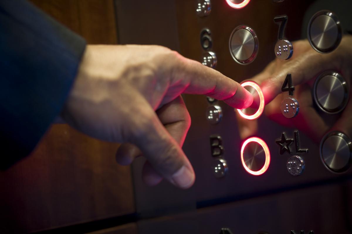 Латвийский депутат отказался от поездке на лифте назло России