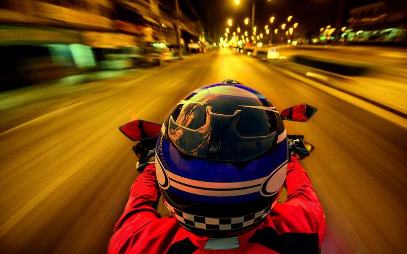 Мотоциклистов заставят светиться в темноте