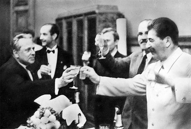 Почему Сталин разрешил откры…