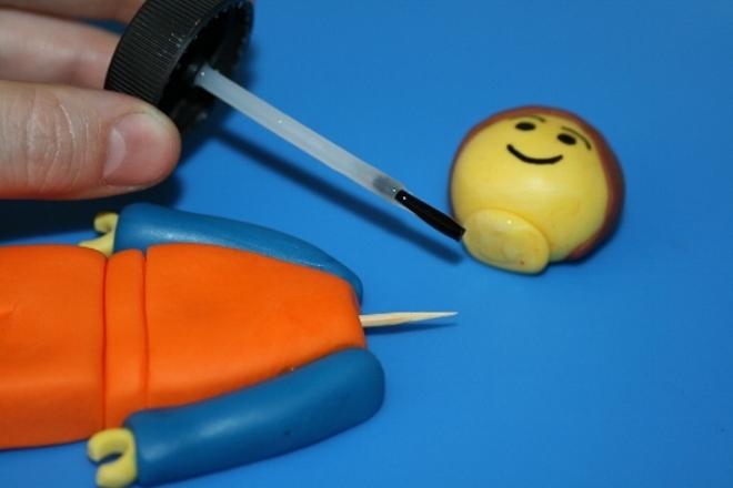 Как сделать человечка с мастики