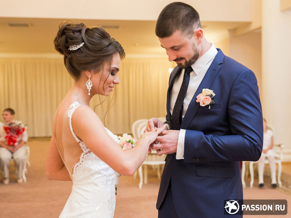Новые правила в ЗАГСах: женихам и невестам придется стать скромнее и соблюдать дресс-код