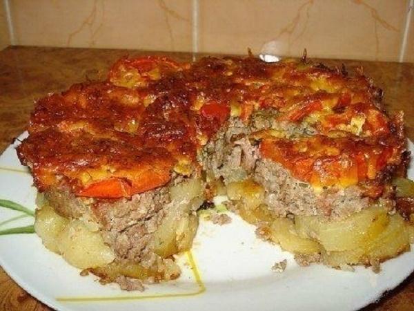 Сытное и вкусное блюдо к семейному ужину — Картофель под «шубой»