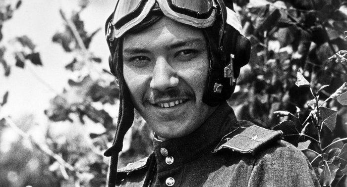 Рустам Сагдуллаев в роли лётчика Ромео.