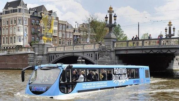 Плавучий автобус в Амстердаме