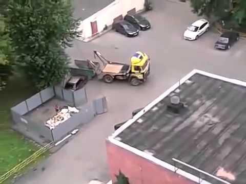 Мусорщик ПРОУЧИЛ водителя за неправильную парковку