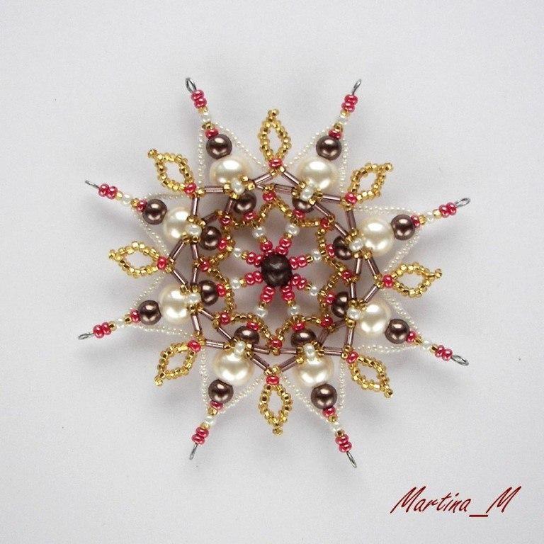 Новогодний декор своими руками: великолепные снежинки из бисера