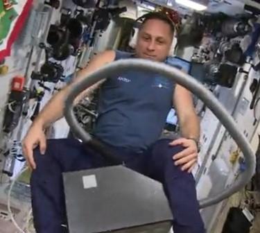 Российский космонавт оседлал…