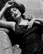 Сальма Хайек (Salma Hayek) в фотосессии Рувена Афанадора (Ruven Afanador) для журнала InStyle.
