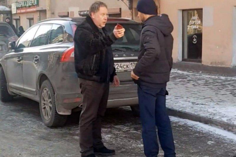 """Я тебя сгною!"""" - водитель Range Rover с прокурорской корочкой угрожает пешеходам"""