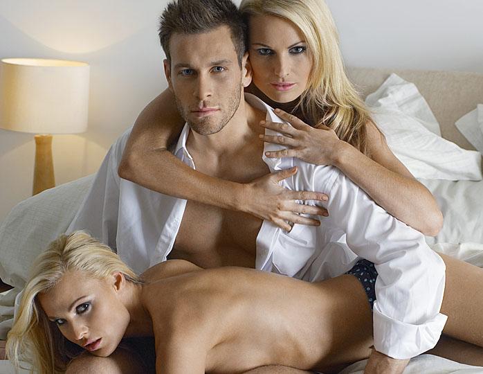 soglasilas-na-seks-v-troem