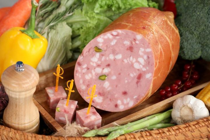 Язык и хрящи вместо телятины. «Росконтроль» забраковал почти всю варёную колбасу
