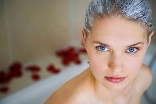 Маска вместо шампуня: мед, горчица и масло укрепят волосы