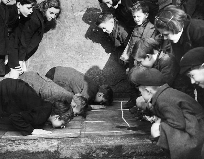 5. Игра на улице Кинг-Кросс, Лондон, 1938 год детство, прошлое, фотография
