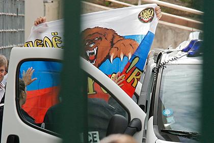 Осужденные во Франции российские футбольные фанаты вернулись на родину